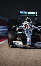 Hamilton plays down Ferrari switch chances