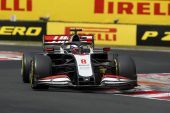Father defends Magnussen over illegal radio penalty