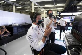 Wolff denies shaping up to switch F1 teams