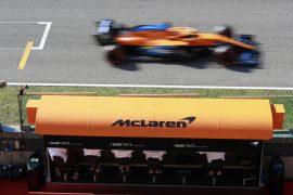 Brown: No early Ferrari move for Sainz