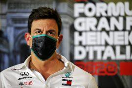 Wolff plays down Ferrari switch rumours