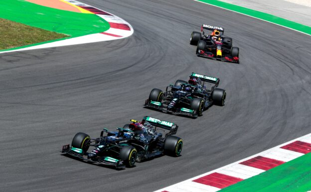 Sainz thinks Hamilton the stand-out driver so far this season