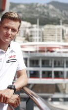 Former F1 driver dislikes Schumacher's 'puppy protection' by media
