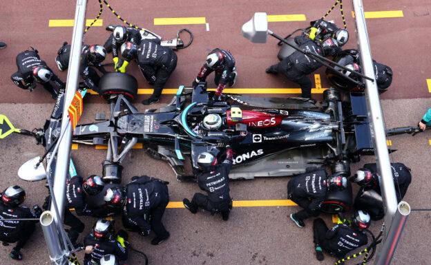 Ferrari team even tried to remove stuck Mercedes wheel
