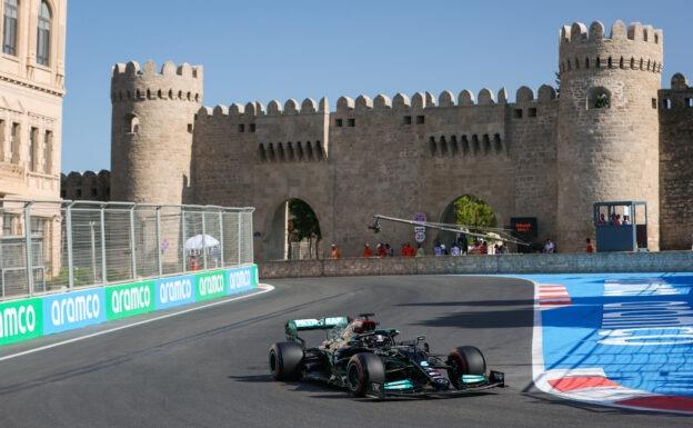 Mercedes boss holds onto development schedule for next season's car