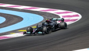 Red Bull doubts Mercedes has stopped developing current racecar